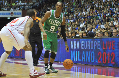 Rajon Rondo (Boston Celtics) v EA7 Emporio Armani Milano./ Getty Images