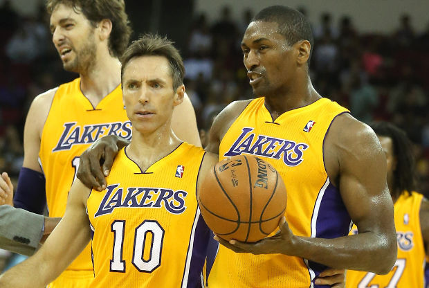 Metta World Peace y Steve Nash./ Getty Images