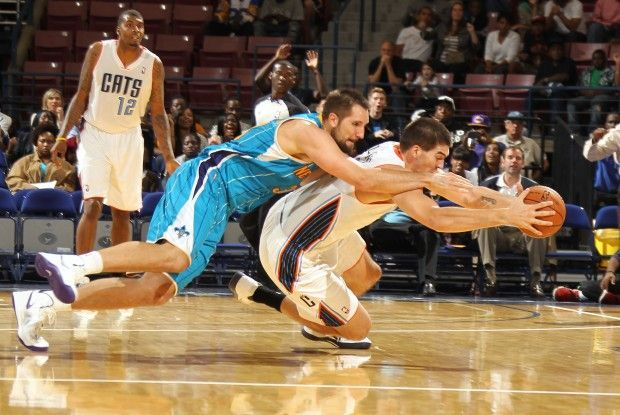 Ryan Anderson y Byron Mullens./ Getty Images