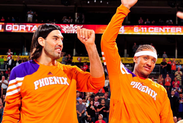Michael Beasley y Luis Scola./ Getty Images