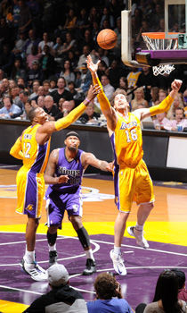 Dwight Howard y Pau Gasol./ Getty Images