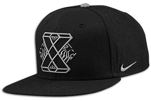 La gorra a juego de las Nike - LeBron X