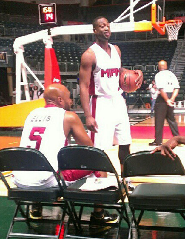 Li-Ning falsifica el uniforme de Miami Heat para rodar el primer spot con Dwyane Wade