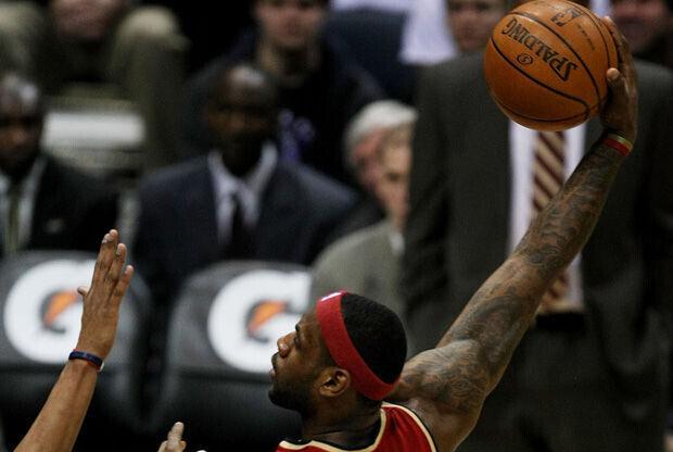 Gancho de LeBron James en su etapa como jugador de los Cleveland Cavaliers./ Getty