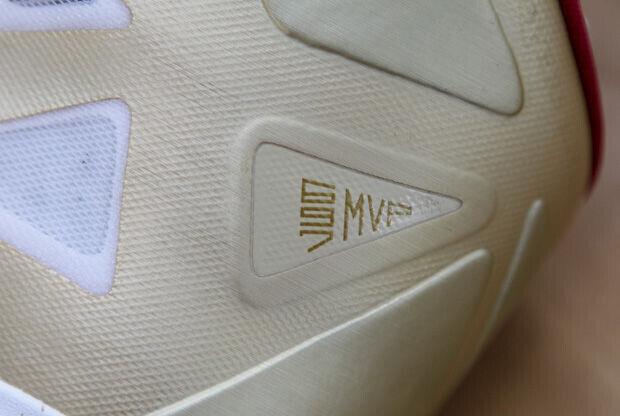 Nike - LeBron X 'Gold'