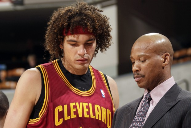 Anderson Varejao y Byron Scott./ Getty Images