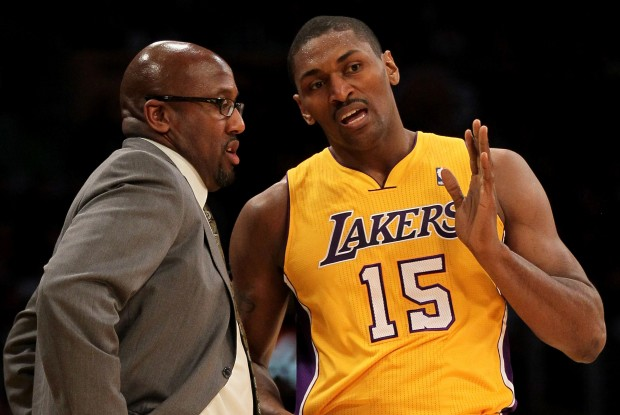 Metta World Peace y Mike Brown./ Getty Images