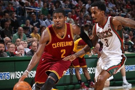 Kyrie Irving y Brandon Jennings./ Getty Images