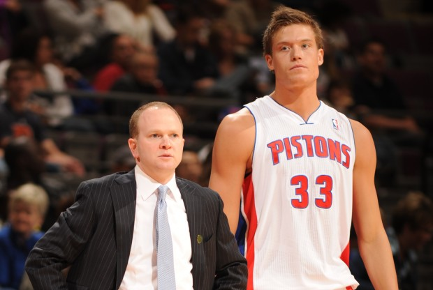 Jonas Jerebko y Lawrence Frank./ Getty Images