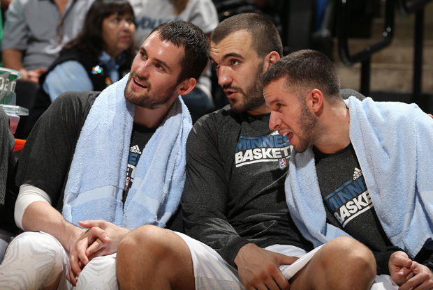 Kevin Love, Nikola Pekovic y J.J. Barea./ Getty Images