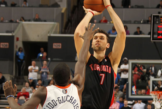 Andrea Bargnani y Michael Kidd-Gilchrist./ Getty Images