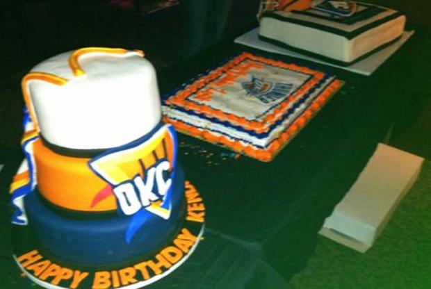 Russell Westbrook y Kendrick Perkins celebran su cumpleaños con estas tartas personalizadas