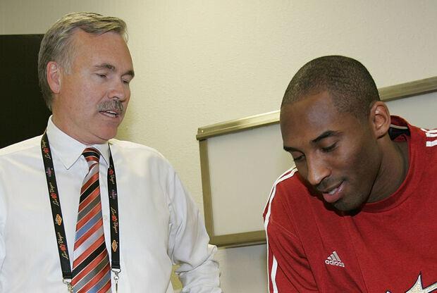 Mike D'Antoni y Kobe Bryant./ Getty Images