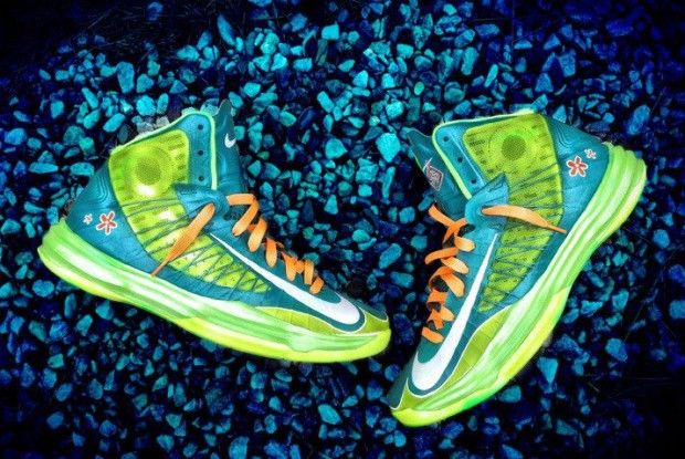 Nike - Lunar Hyperdunk 2012 Scooby Snacks Mystery Machine