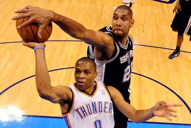 Tim Duncan y Russell Westbrook./ Getty Images