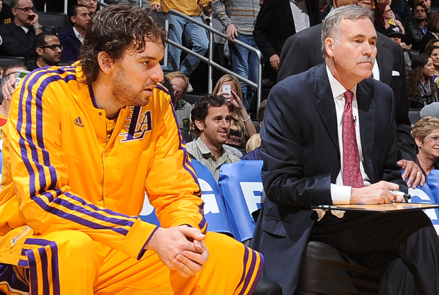 Mike D'Antoni y Pau Gasol./ Getty Images