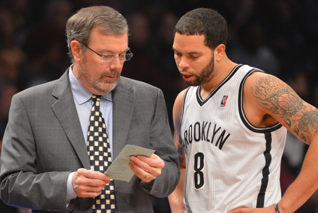 P.J. Carlesimo y Deron Williams./ Getty Images