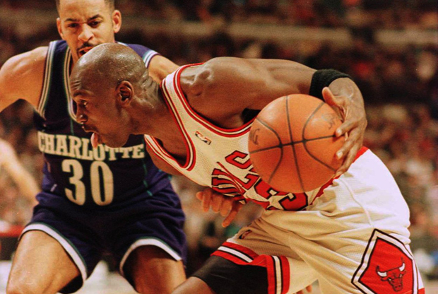Michael Jordan y Dell Curry./ Getty Images