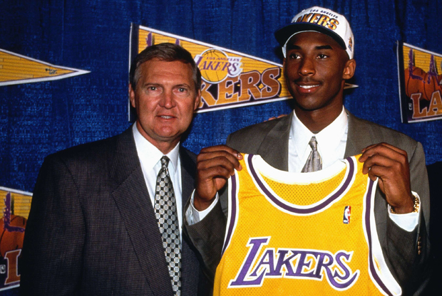 Jerry West y Kobe Bryant./ Getty Images