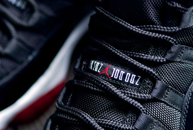 Air Jordan - 11 Retro 'Black/White & Varsity Red'