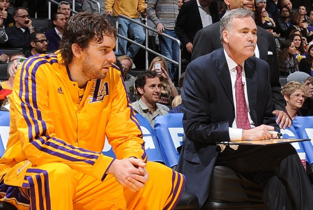 Pau Gasol y Mike D'Antoni./ Getty Images