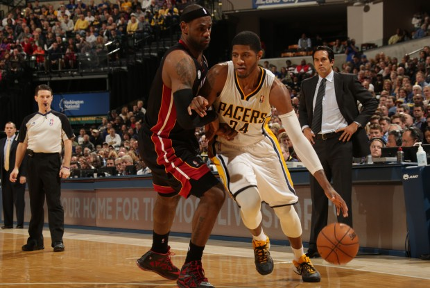 Paul George y LeBron James./ Getty Images