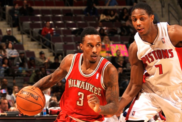 Brandon Jennings rebasa a Brandon Knight./ Getty Images