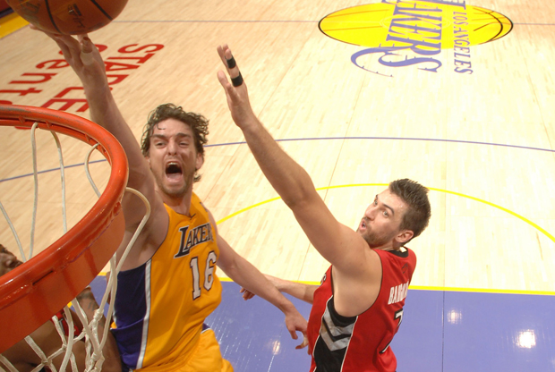 Pau Gasol y Andrea Bargnani./ Getty Images
