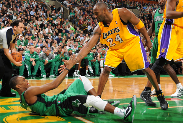 Kobe Bryant y Rajon Rondo./ Getty Images