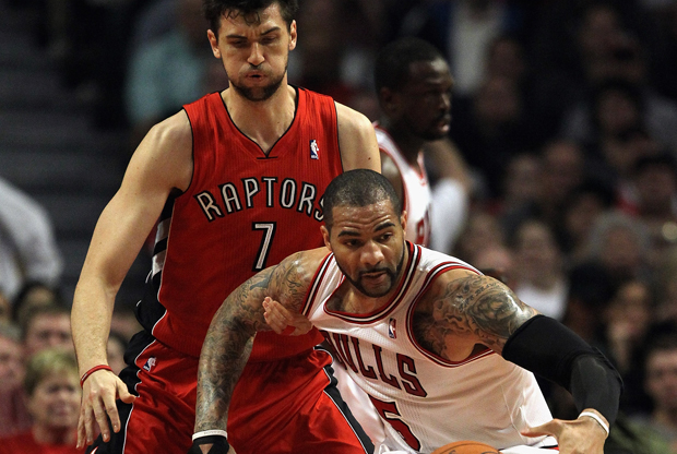 Carlos Boozer y Andrea Bargnani./ Getty Images