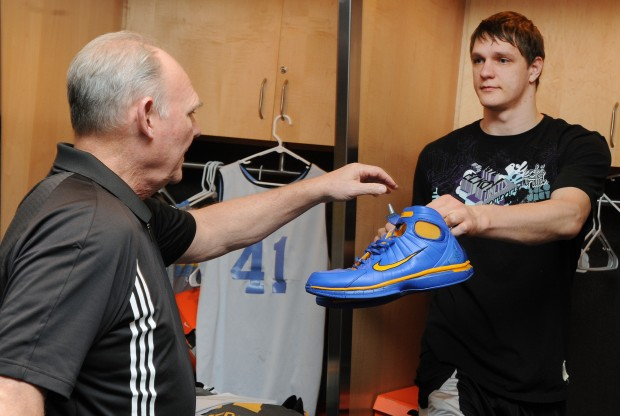George Karl y Timofey Mozgov./ Getty Images