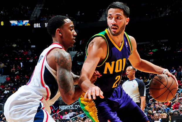 Greivis Vásquez es defendido por Jeff Teague./ Getty Images