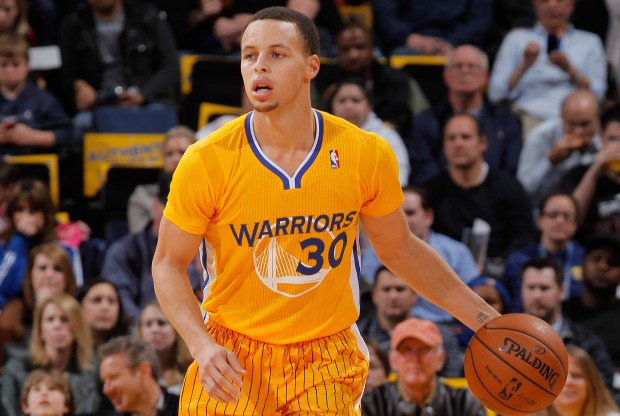 Stephen Curry - Golden State Warriors - Uniforme alternativo./ Getty Images