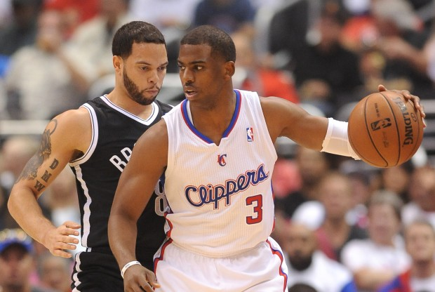 Chris Paul es defendido por Deron Williams./ Getty Images
