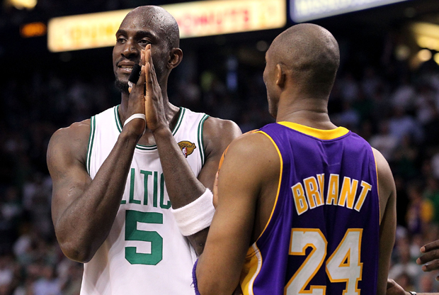 Kevin Garnett y Kobe Bryant./ Getty Images
