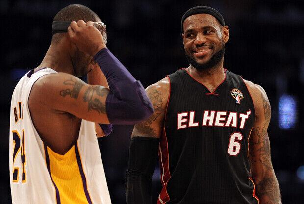 Kobe Bryant y LeBron James./ Getty Images