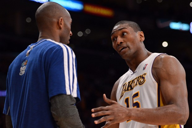 Kobe Bryant y Metta World Peace./ Getty Images