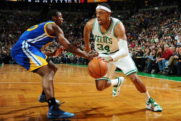 Paul Pierce y Harrison Barnes./ Getty Images