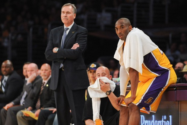 Mike D'Antoni y Kobe Bryant./ Getty Images