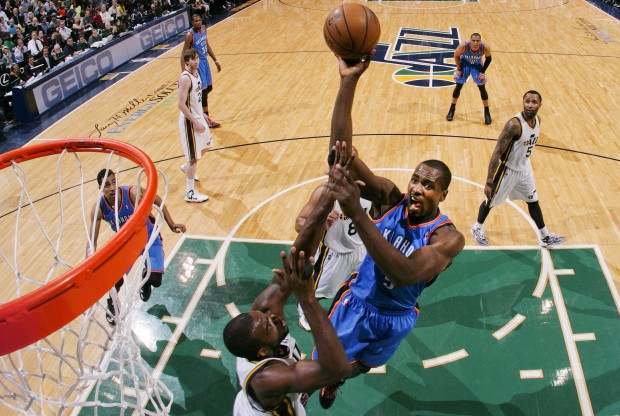 Serge Ibaka lanza a canasta./ Getty Images