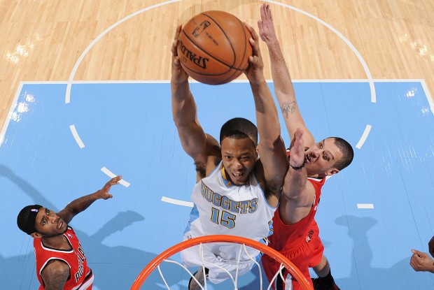 Anthony Randolph se dispone a machacar el aro de Portland./ Getty Images