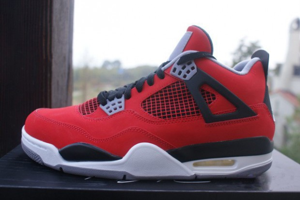 Jordan - IV 'Fire Red'