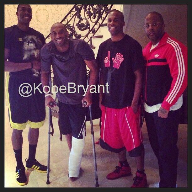 Dwight Howard y Jodie Meeks visitan a Kobe Bryant