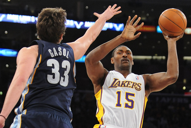 Metta World Peace y Marc Gasol./ Getty Images