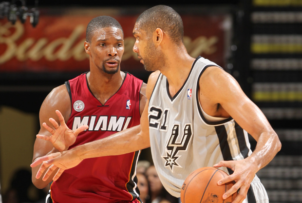 Chris Bosh y Tim Duncan./ Getty Images