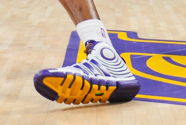 Adidas – D-Howard Light 2 'Lakers Home'