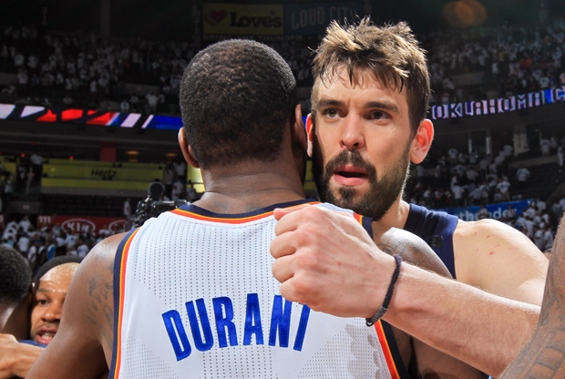 Kevin Durant y Marc Gasol./ Getty Images
