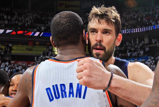 Kevin Durant y Marc Gasol./ Getty Images