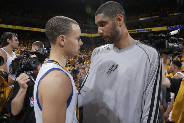 Stephen Curry y Tim Duncan./ Getty Images