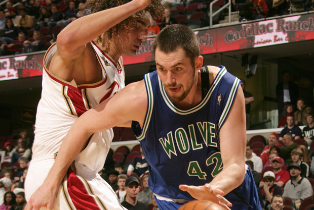 Anderson Varejao y Kevin Love./ Getty Images